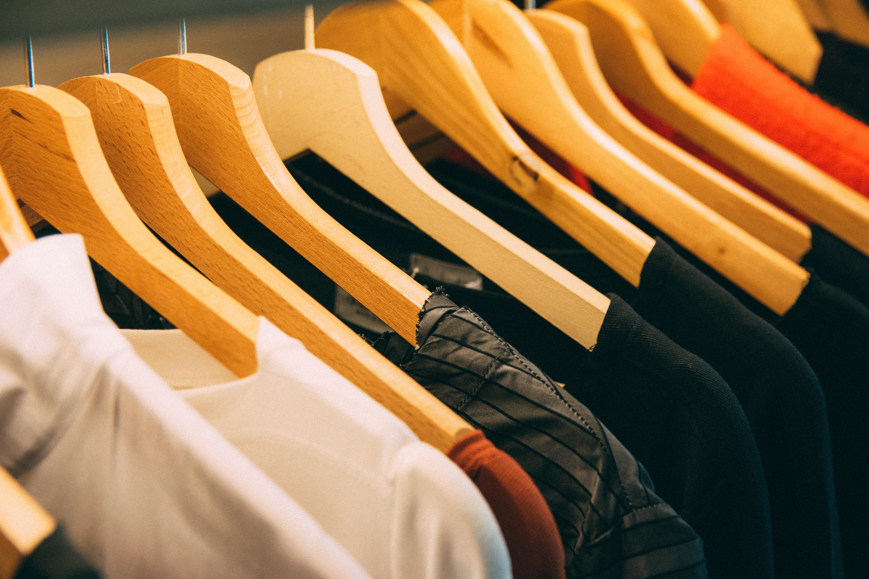 """6 dicas para criar seu """"Armário Cápsula"""" – A mais nova tendência minimalista da moda"""